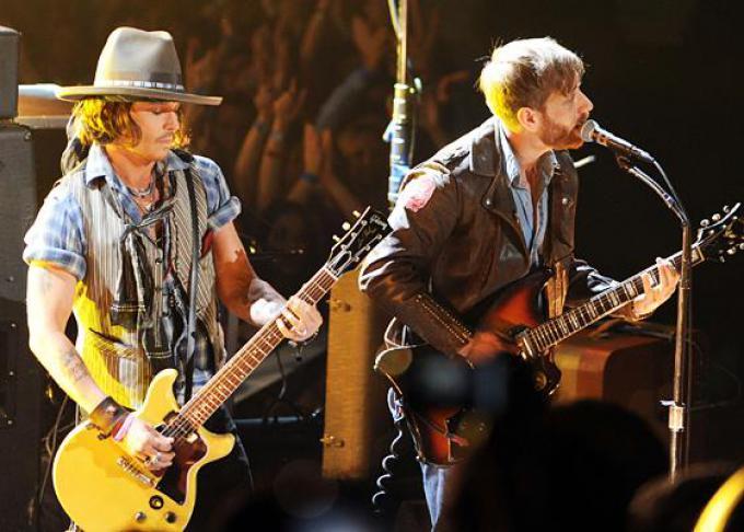 Johnny Depp sul palco degli MTV Awards 2012 con i Black Keys