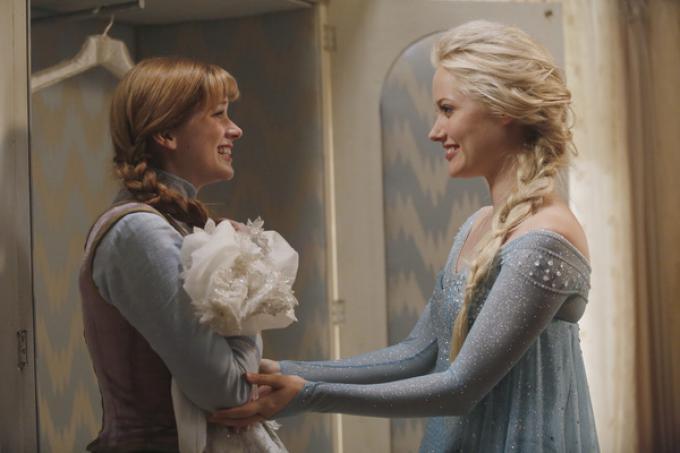 Elsa e Anna di Frozen in C'era una volta
