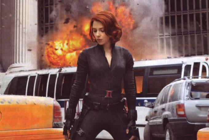 Scarlett Johansson in una sequenza di The Avengers.