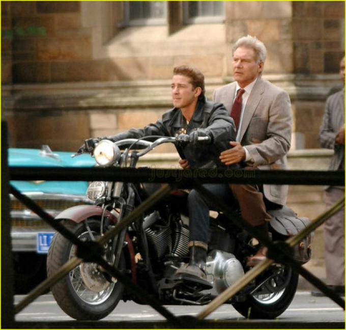 Shia LaBeouf e Harrison Ford, da Justjared.com