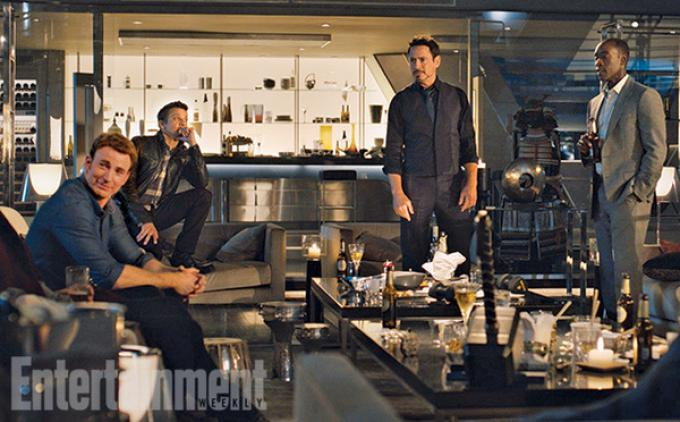 Da sinistra: Chris Evans, Jeremy Renner, Robert Downey Jr, DOn Cheadle in Avengers: Age of Ultron.
