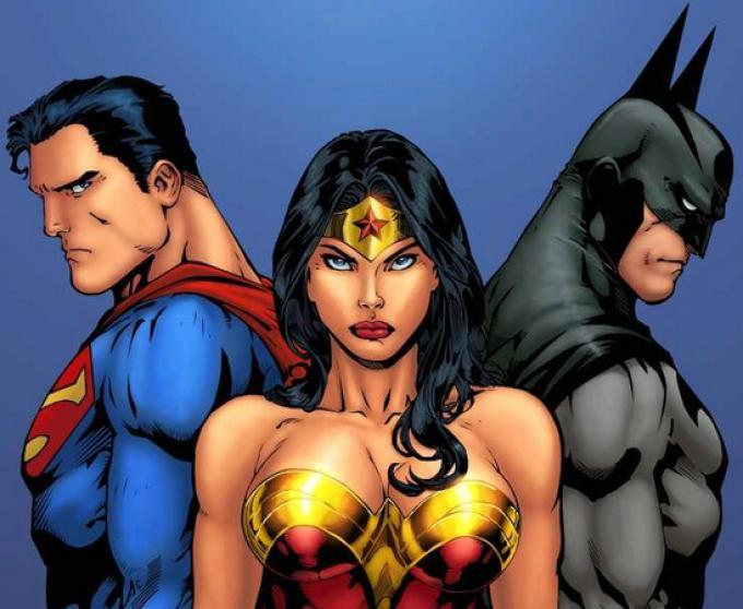 Wonder Woman, Superman e Batman in un'illustrazione di Ed Benes