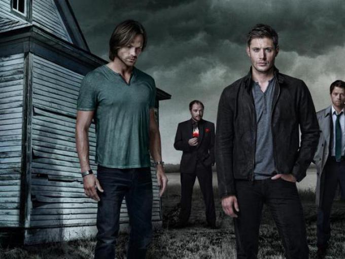 Il cast di Supernatural. Da sinistra Padalecki (Sam), Sheppard (Crowley), Ackles (Dean), Collins (Castiel)