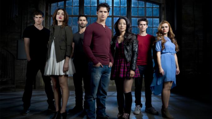 Il cast della 3b di Teen Wolf. Da sinistra: Daniel Sharman (Isaac), Crystal Reed (Alyson), Tyler Hoechlin (Derek), Tyler Posey (Scott), Arden Cho (Kira), Dylan O'Brien (Stiles) e Holland Roden (Lydia)