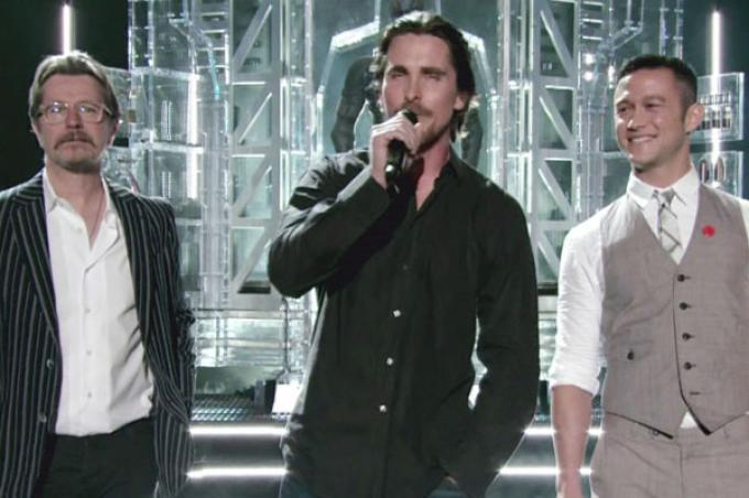 Gary Oldman, Christian Bale e Joseph Gordon-Levitt (da sinistra a destra) agli MTV Movie Awards.