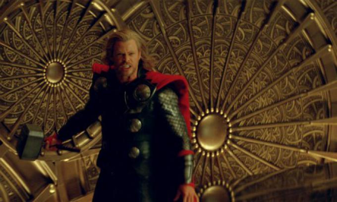 Chris Hemsworth sarà di nuovo Thor, in attesa di un nuovo regista.