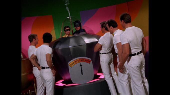Adam West (Batman) e Burt Ward (Robin) in difficoltà
