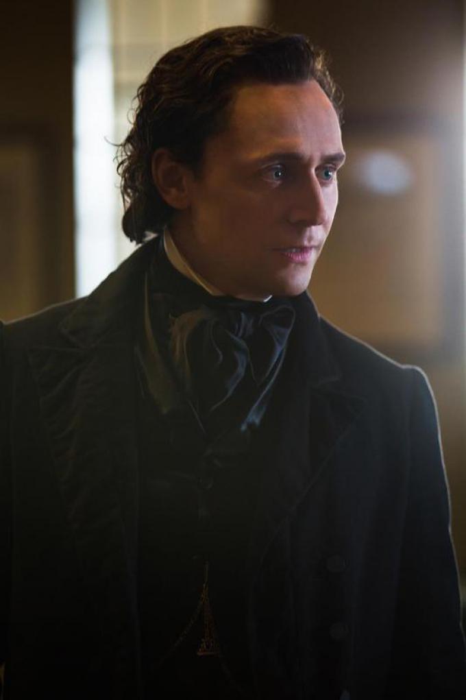 TOM HIDDLESTON è Sir Thomas Sharpe in Crimson Peak. Credit: Kerry Hayes