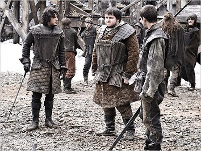 Jon Snow (il primo a sinistra, interpretato da Kit Harington) durante l'addestramento