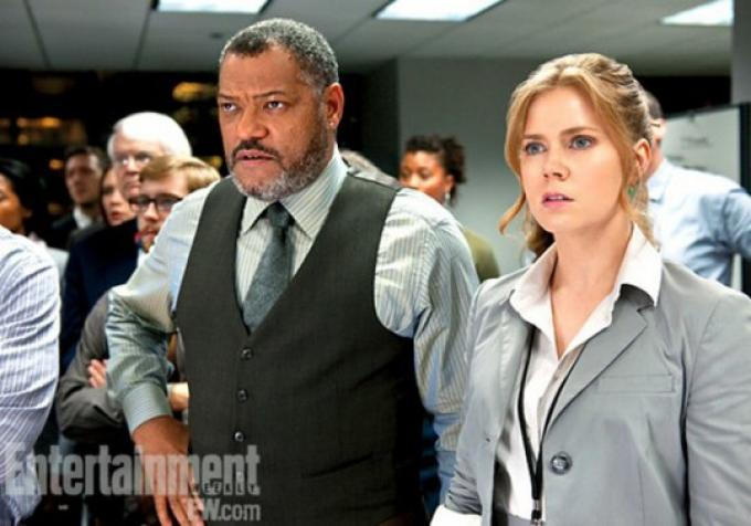 Amy Adams (Lois Lane) e Laurence Fishburne (Perry White)
