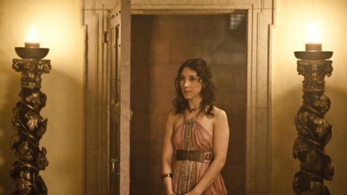 Shae (Sibel Kekilli), fotografata da Helen Sloan.