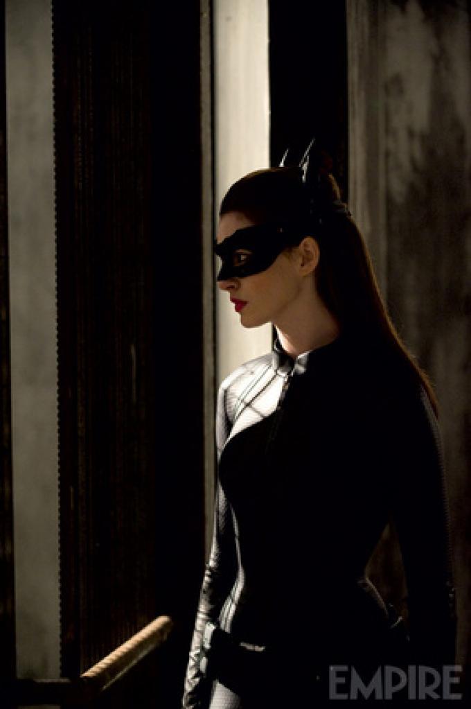Foto ufficiale da Empire - Catwoman (Anne Hathaway)