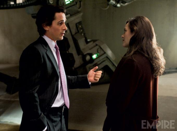 Foto ufficiale da Empire - Bruce Wayne (Christian Bale) e Amanda Tate (Marion Cotillard)