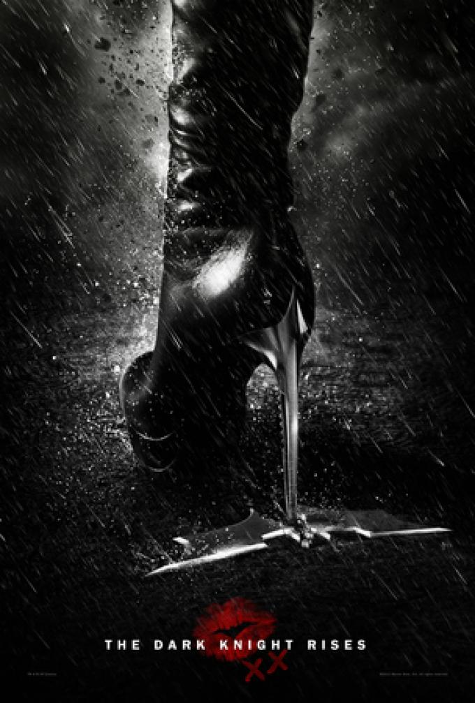 Teaser poster dedicato a Catwoman (Anne Hathaway)
