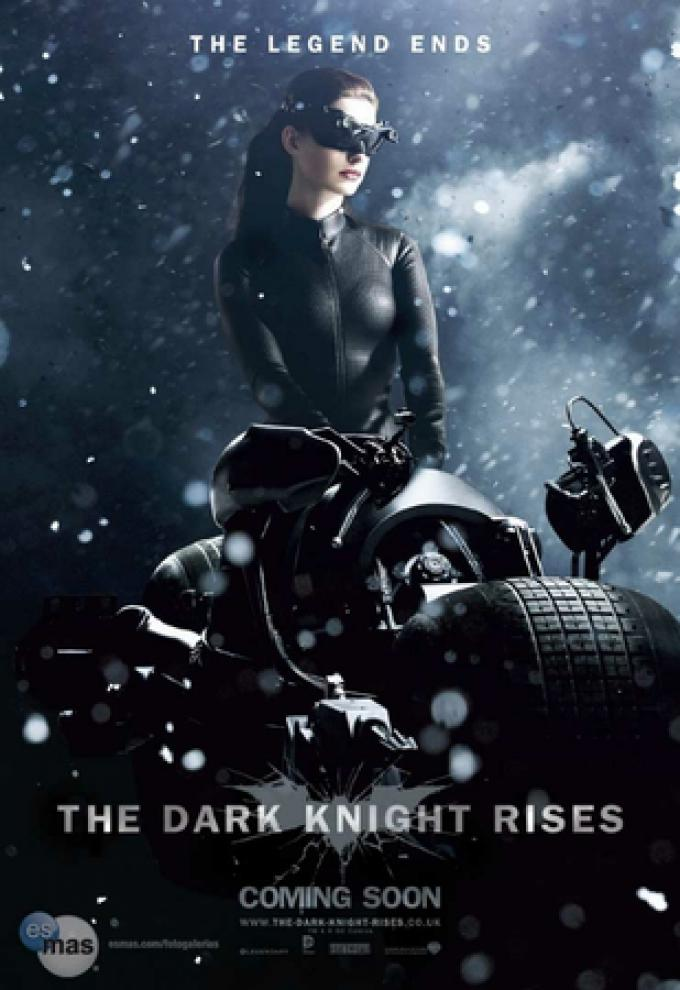 Teaser poster con Catwoman (Anne Hathaway)