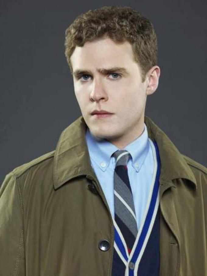 Iain De Caestecker è l'agente Leo Fitz