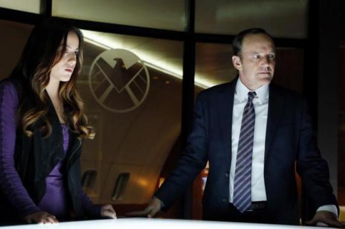 Chloe Bennet (Skye) e Clark Gregg (Agente Coulson)