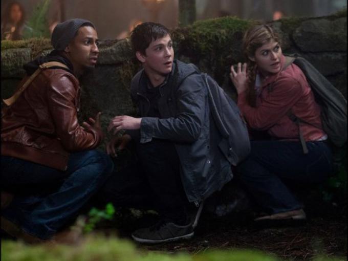 Lerman, Daddario e Jackson in una scena