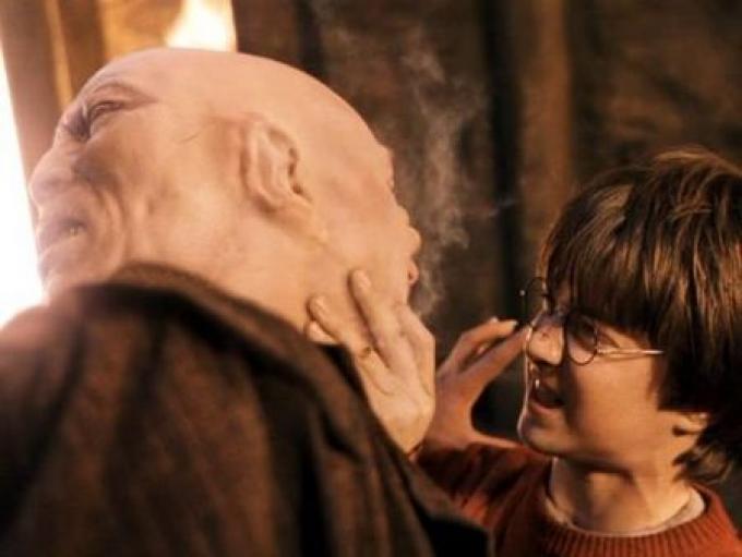 Harry si trova faccia a faccia con Voi-Sapete-Chi.