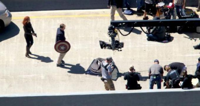 Chris Evans e Scarlett Johansson sul set di Captain America: The Winter Soldier