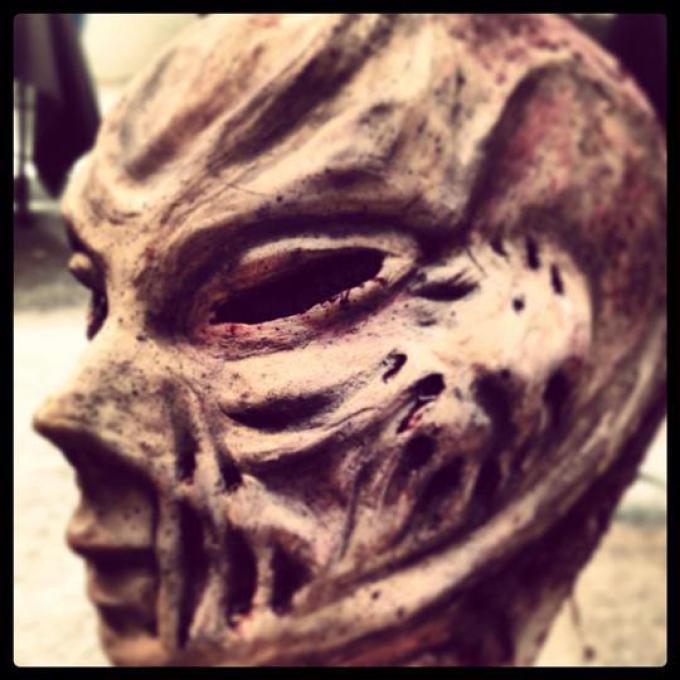 Scuola di Cinema di Napoli,di Roberta Inarta. Lo staff si appresta a rifare il Make up ai giovanissimi per la sfilata Zombie.