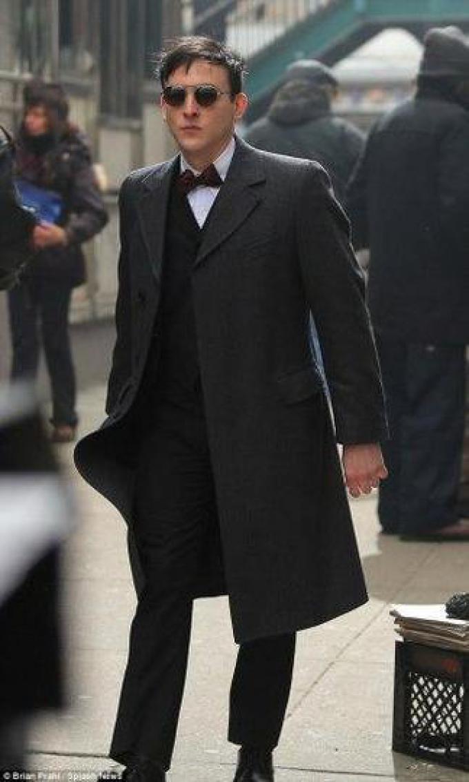 Il giovane criminale Oswald Cobblepot, alias il Pinguino (Robin Lord Taylor)