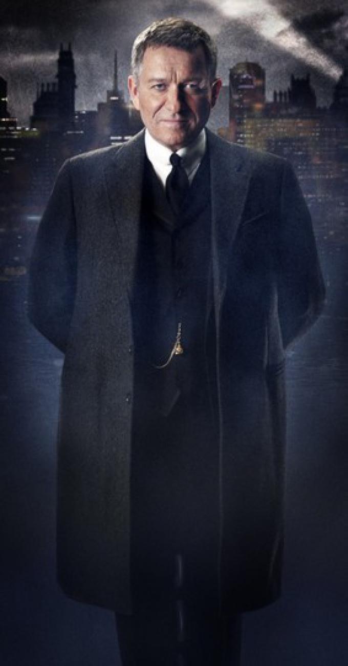 Sean Pertwee è Alfred Pennyworth
