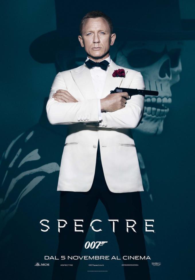 """Dopo""""Skyfall"""", """"James Bond 007-Casino Royale"""" e """"Quantum Of Solace""""Daniel Craig torna a interpretare l'agente segreto più famoso del mondo. """"Abbiamo potuto lavorare con uno stile leggermente diverso dagli altri 007 da me interpretati"""", spiega Craig. """"Ques"""