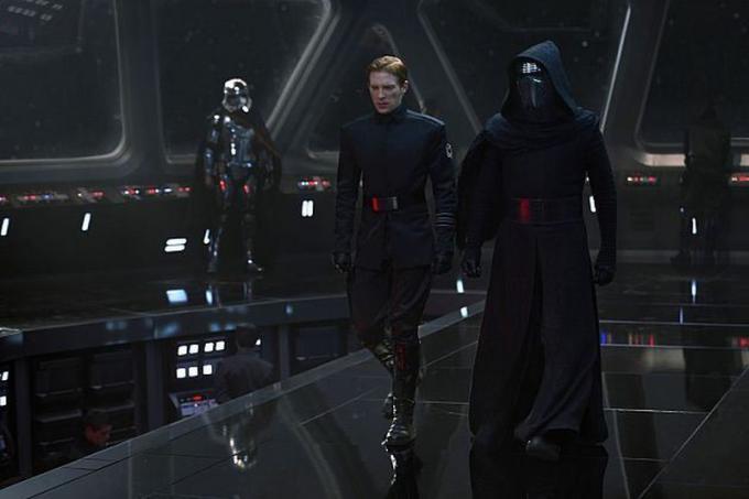 Captain Phasma, il generale Hux e Kylo Ren