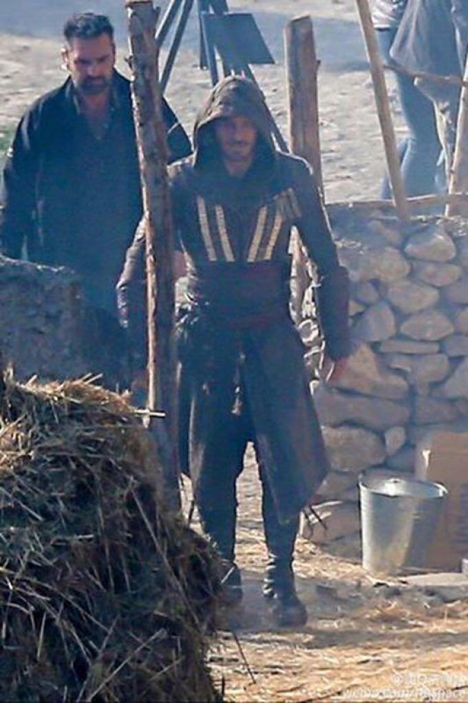 Michael Fassbender sul set di Assassin's Creed