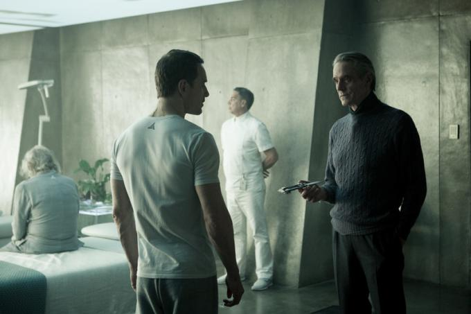 Michael Fassbender e Jeremy Irons in Assassin's Creed