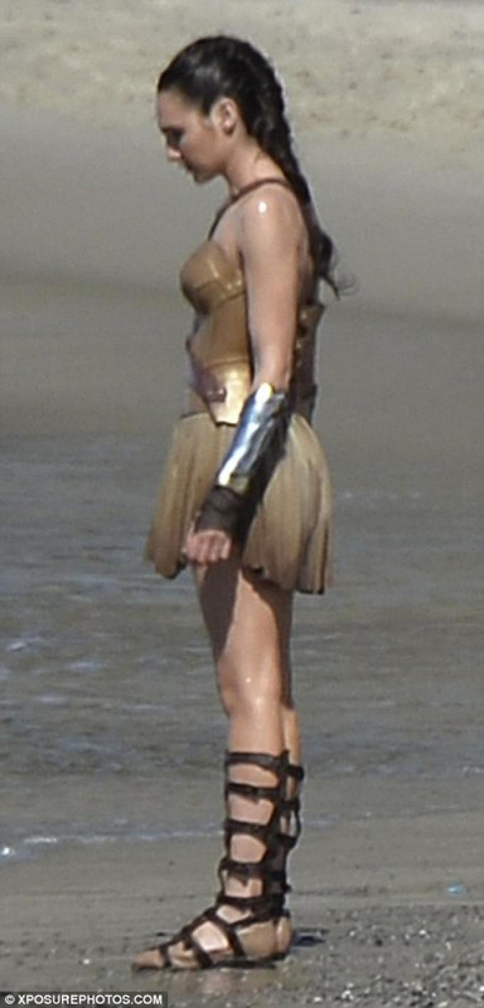 Diana Prince/Wonder Woman (Gal Gadot)