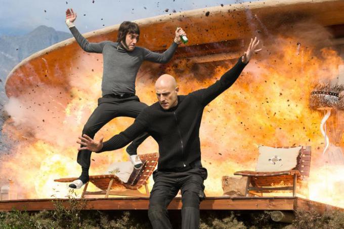 Sacha Baron Cohen e Mark Strong