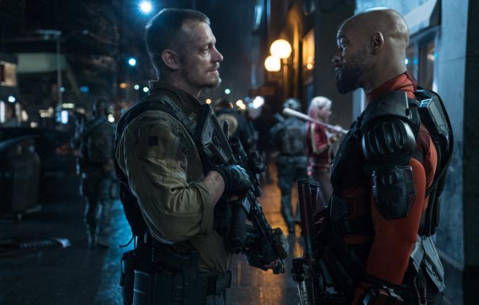 Il colonnello Rick Flag (Joel Kinnaman) e Deadshot (Will Smith)