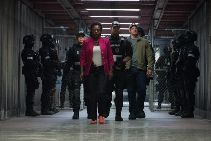 Amanda Waller (Viola Davis) e il colonnello Rick Flag (Joel Kinnaman)