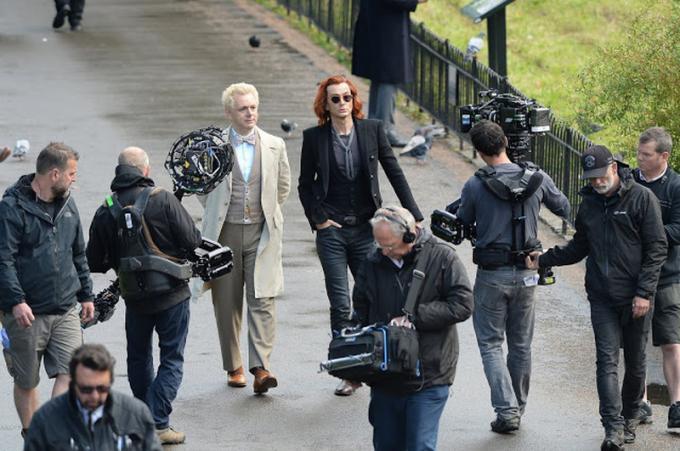 Le foto dal set comparse sul sito ufficiale di David Tennant (Michael Sheen e David Tennant davanti alla cinepresa)
