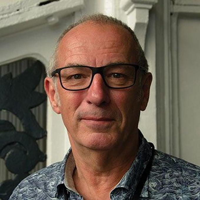 Dave Gibbons.�http://www.lccaf.com/guests/a-z/dave_gibbons/