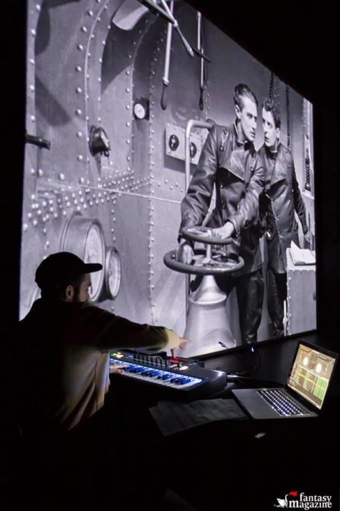 Godblesscomputers crea l'accompagnamento sonoro per Himmelskibet (foto cortesia Trieste Science Plus Fiction)