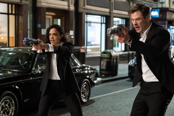Chris Hemsworth e Tessa Thompson in Men in Black: International