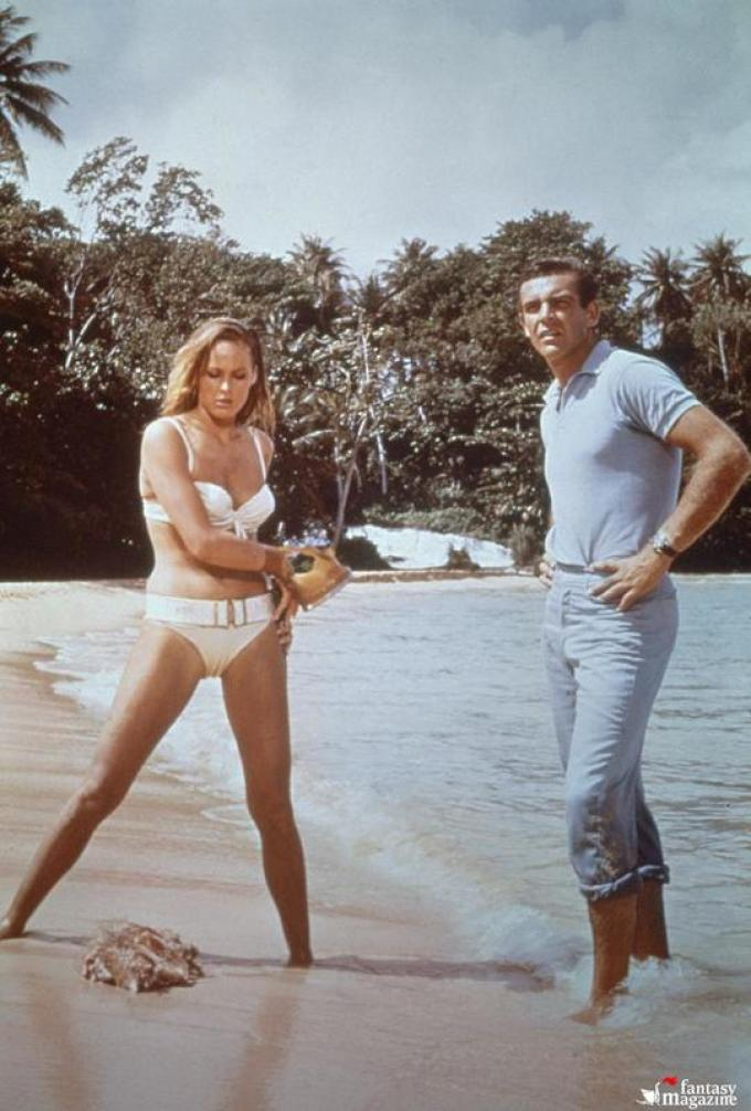 Ursula Andress e Sean Connery in Licenza di uccidere