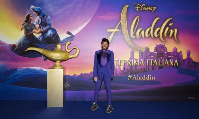 Federico Fashion Style all'anteprima di Aladdin a Milano.