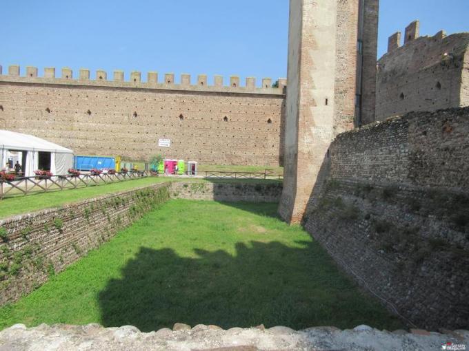 Fossato del castello scaligero di Villafranca (VR)