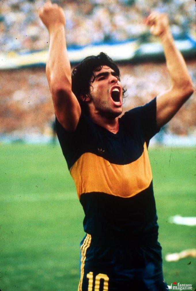 Maradona with Boca Juniors in 1981. Photo by Atlantida / Fotogramma.