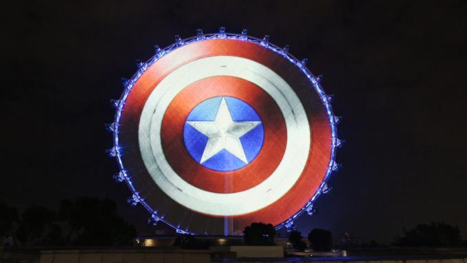 Lo scudo di Captain America a Singapore, Singapore - Singapore Flyer