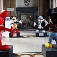 Topolino e l'Italia: le statue arrivano a Milano per essere donate in beneficenza