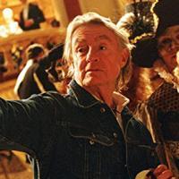 È morto Joel Schumacher, regista di Ragazzi Perduti, Un giorno di ordinaria follia e Batman Forever