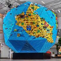Rebuild the Word, la creatività dei bambini in un enorme mappamondo di LEGO