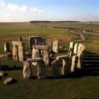 I Flinstones scalano Stonehenge