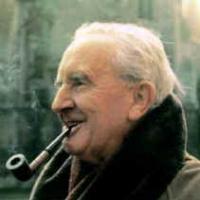 Da destra a sinistra, il tira e molla della critica italiana su J.R.R.Tolkien